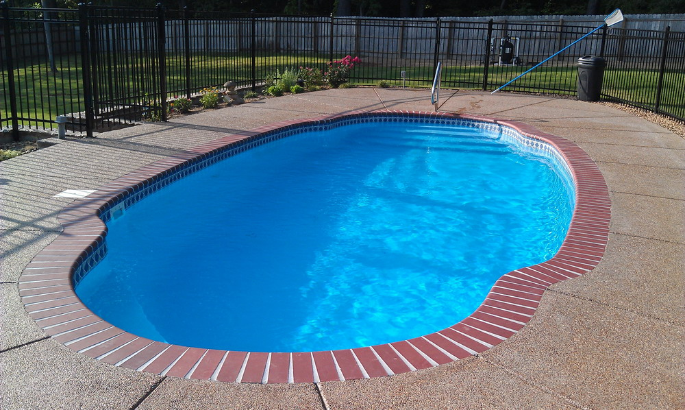 Perfect blue water in an in-ground fiberglass pool by Catalina Pool