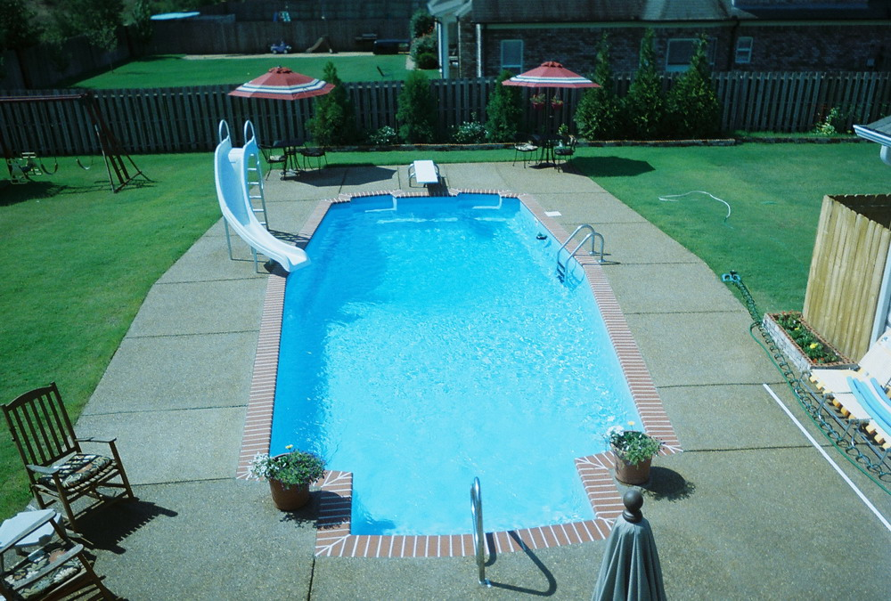 Fiberglass in-ground pool by Memphis, TN Pool builders Catalina Pools