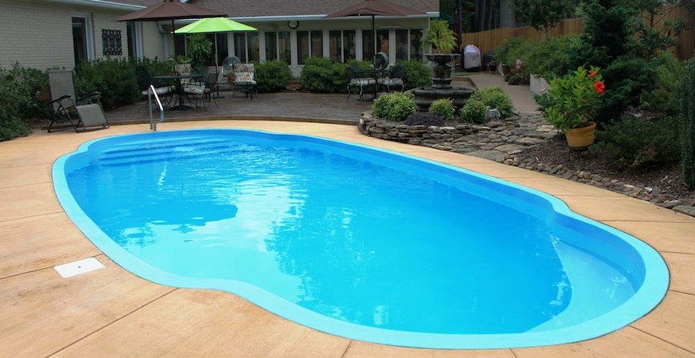 Roman pool by Memphis Pool designer Catalina Pools